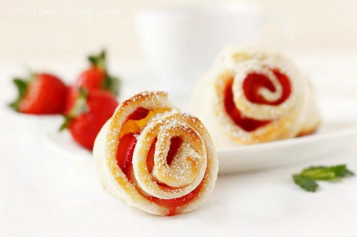 Strawberry Puff Pastry Roses/ Ružice s jagodama