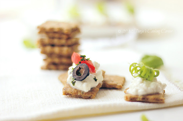 olive-seed-crackers_2012