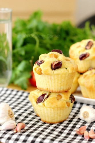Garlic Chickpea Muffins with Cheese/ Muffini sa slanutkom, češnjakom i sirom