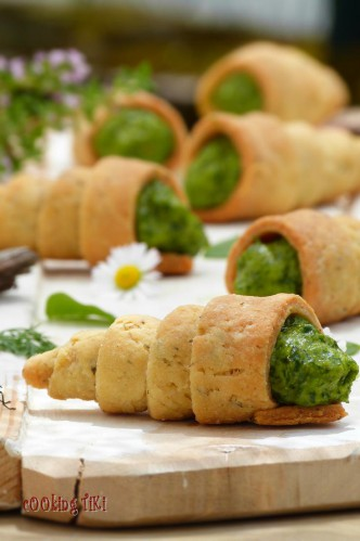 Pastry cones with spinach and tahini mousse 2